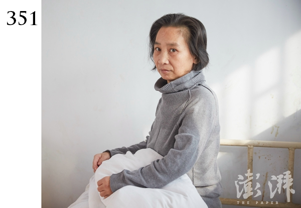 351号病人,女,三四十岁。2015年12月12日,由郑州市经开区潮河路办事处送到医院。当时该病人在经开区107国道附近流浪,语无伦次,自述是黑龙江人。