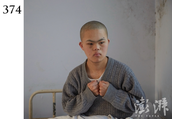 374号病人,男,约20岁。2016年3月13日,由郑州通泰路派出所民警送到医院,当时该病人在大街上流浪,自述家在郑州。