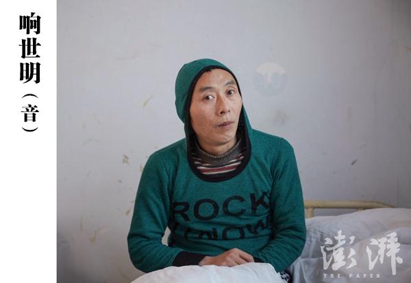 响世明(音),男,约40岁。2015年12月4日,由郑州高新区石佛办事处工作人员送到医院。当时该病人在大街上流浪,语无伦次,喜欢自言自语。