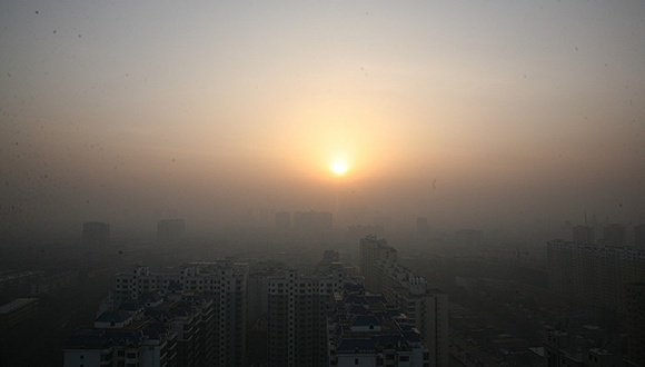 2016年11月13日,山西省临汾市出现雾霾天气。 图片来源:视觉中国