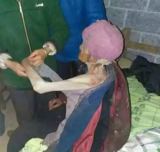 """广西一对夫妻将92岁老母""""当猪养"""" 警方介入"""