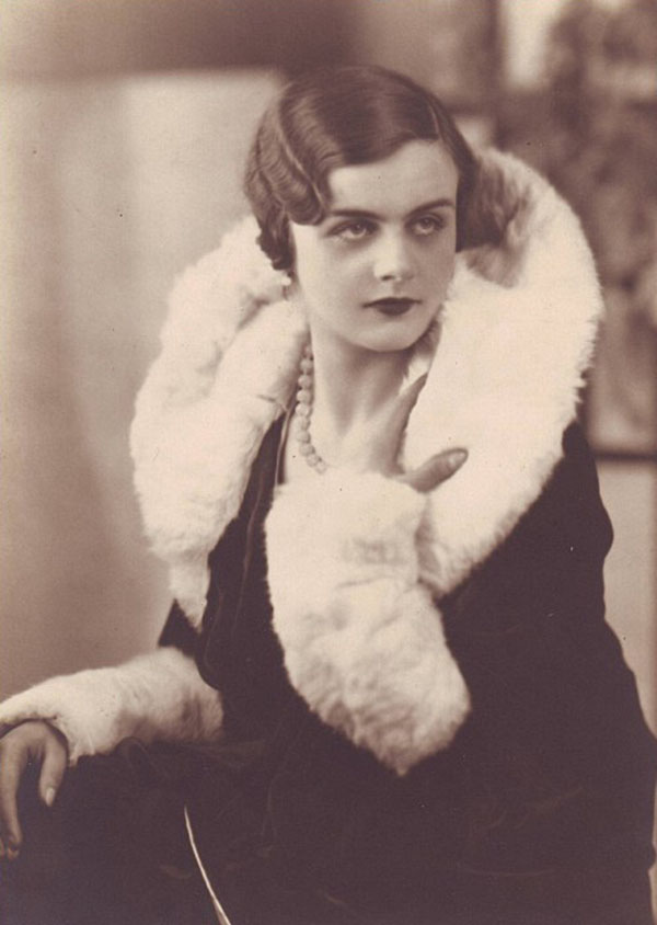 年青时的克莱尔・霍林沃斯(Clare Hollingworth)。