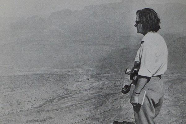 1962年,克莱尔・霍林沃斯在阿尔及尔采访。