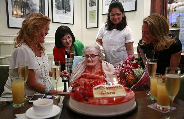 2016年10月10日,克莱尔・霍林沃斯在香港过了本人的105岁华诞。