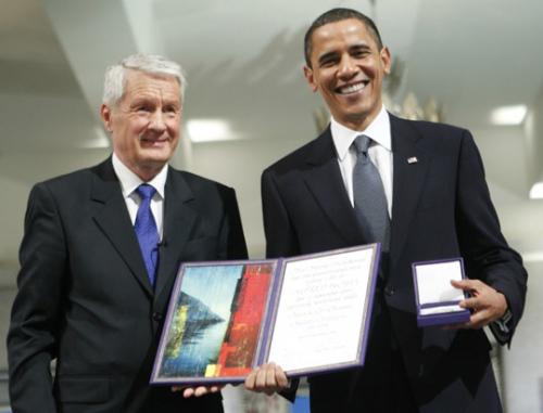 """""""我们要明白,战争仍会存在,但和平的努力一直在继续""""。2009年,诺贝尔奖委员会将当年的和平奖颁发给了刚刚接任美国总统一职的奥巴马,以表彰他作为首位非洲裔美国总统上任,对美国国内种族和解所带来的积极意义。"""
