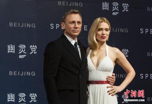 """资料图:""""007""""扮演者丹尼尔(左)。中新网记者 翟璐 摄"""