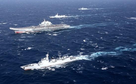 辽宁舰编队在南海训练图