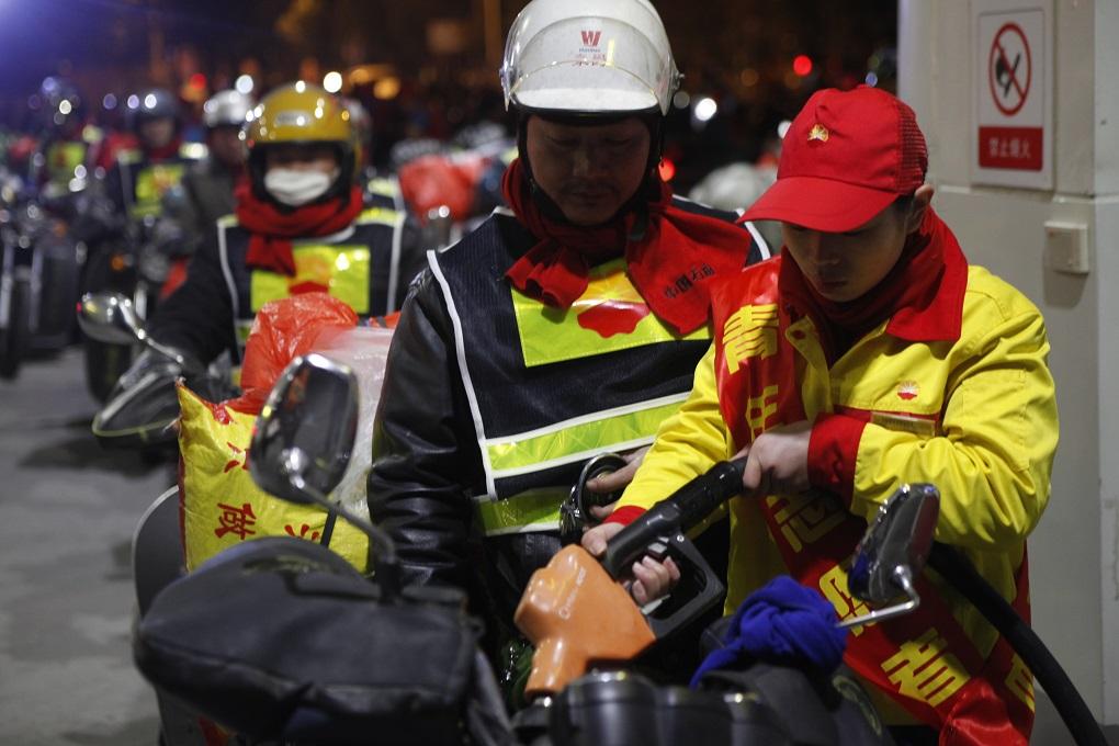 中国石油为返乡铁骑全程免费加油