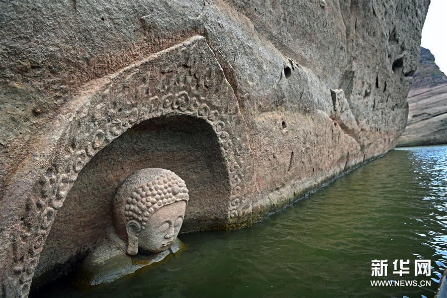 (1)这是露出水面的佛头遗迹(1月8日摄)。
