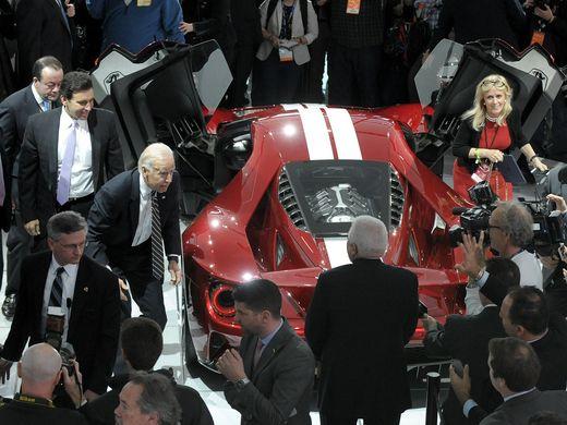 美国副总统拜登现身底特律车展