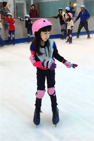 夏天滑冰显可爱