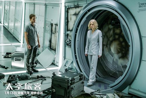 Jim和Aurora遇太空危机携手应对