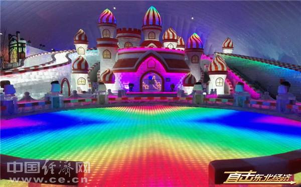 冰雪大世界中的城堡冰雕(中国经济网 范戴芫摄)