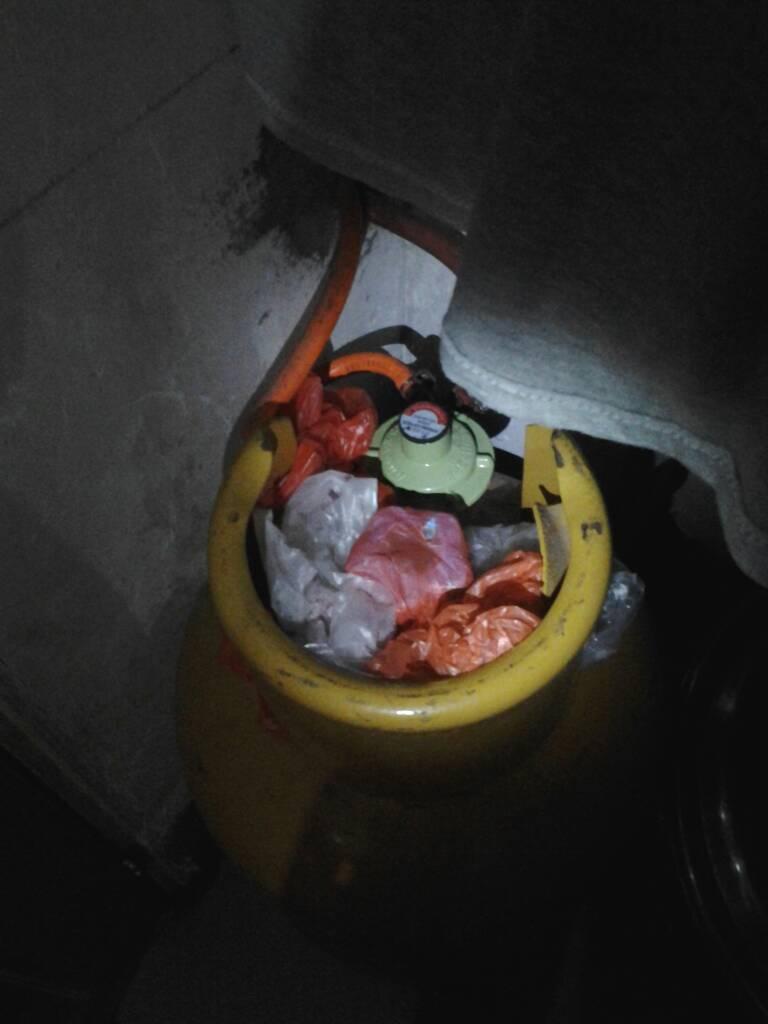 有人说暖气片也是重灾区,不好意思没有找到图,可能因为会化掉了,所以被放柜子里了吧(我猜的)。