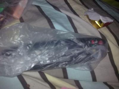 除了常规用法,塑料袋还经常被大脑洞的人用来各种应急。