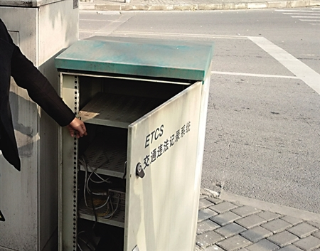 被盗的设备监控箱 大渡口警方供图