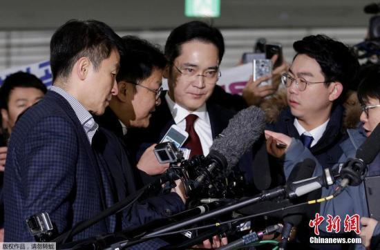 报道称,独检组将对调查结果进行整理后,于今明两天内宣布是否对李在�F进行拘留及其他司法处理。