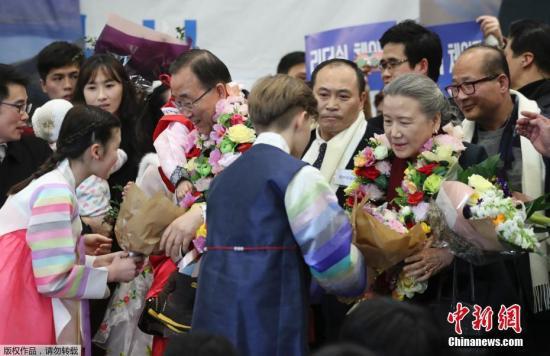 据悉,本周周末,潘基文将前往忠北阴城花村、忠北忠州等地与当地居民进行会晤,听取民众意见。在春节之前,他将不会与政治圈进行接触。