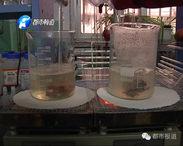 记者来到郑州市金水区经三路上的某超市,这里的熟食买卖十分好,伙计山盟海誓地保障他们的熟食相对平安。