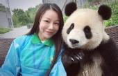 当熊猫们玩起自拍