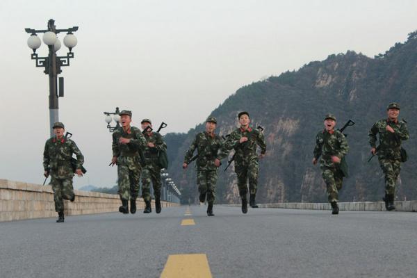 武警北京总队四支队十三中队战士。