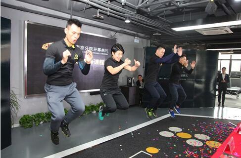 ▲EPTC导师现场展示急速瘦身课程。