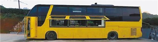 春节后,29岁的杭州小伙否否就要乔迁新居了――一辆自己改造的大巴房车。