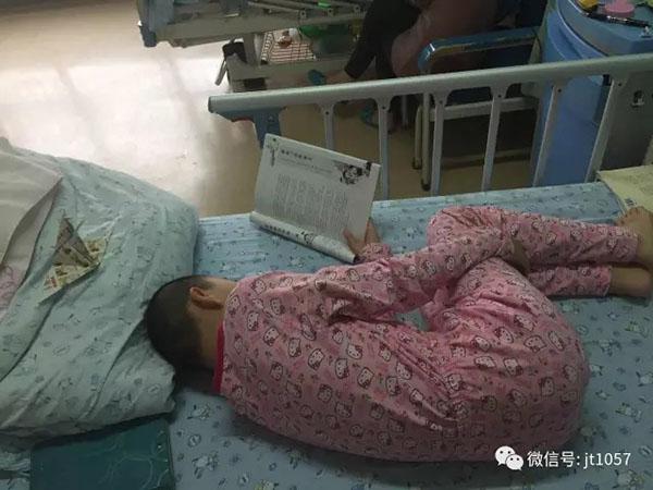 一个月内接连遭受重大打击,沉重的医药费负担让这个已经失去顶梁柱的家庭摇摇欲坠。