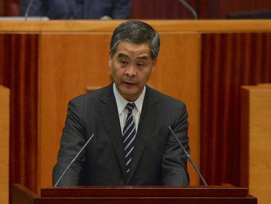 1月18日上午,香港特区行政长官梁振英在立法会发表2017年施政报告。