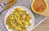 鸡蛋沙拉配土豆番茄汤