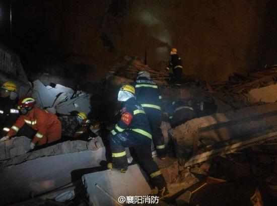 湖北南漳一酒店后山山体突发滑坡 人员伤亡不详