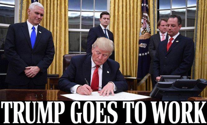 """【�h球�W�蟮� �者 �w衍��】美��第45任��y特朗普��地�r�g20日宣誓就�,美��由此正式�M入""""特朗普�r代""""。美��有���新��W1月20日�蟮婪Q,特朗普就�未��24小�r,便��l首道行政命令,叫停""""�W巴�R�t保""""(Obamacare)���,�`行了其��x期�g的承�Z。"""