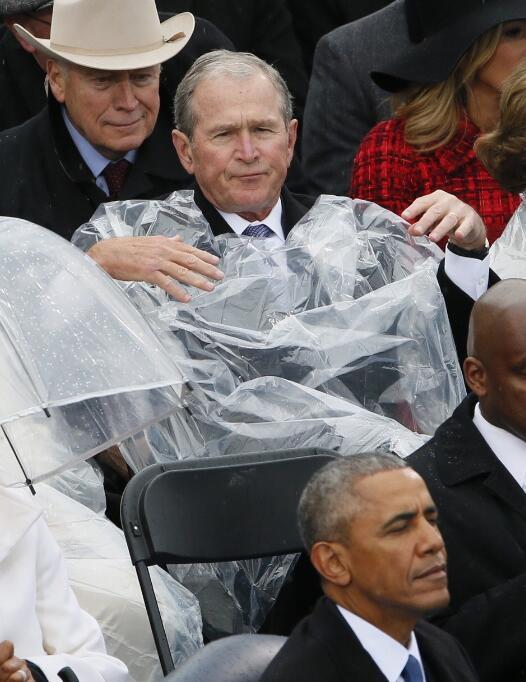 特朗普就职典礼小布什抢镜 奥巴马讲话被掐转头发起推特