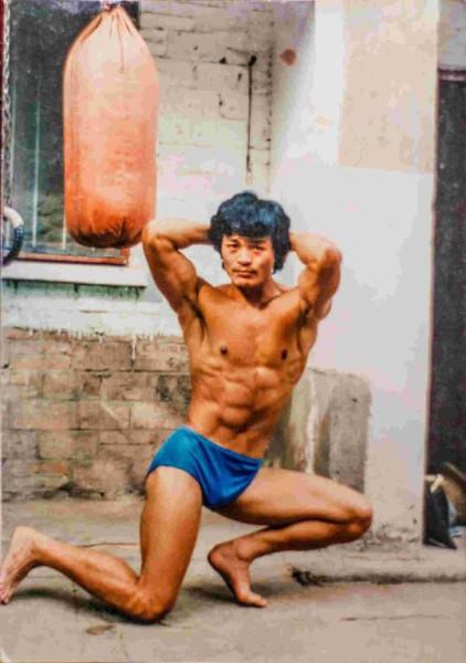 当年健身的爷爷。