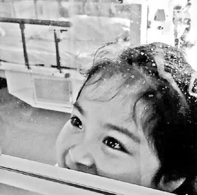 就在这次采访8天后,12月25日,罗一笑这个6岁的小姑娘永远离开了这个世界。