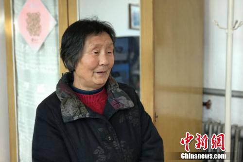 北京市顺义区高丽营镇一村村民宗桂婷接受记者采访。中新网 种卿 摄