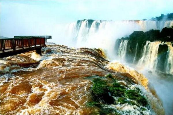 卢和丰展品《世界最大伊瓜苏大瀑布》