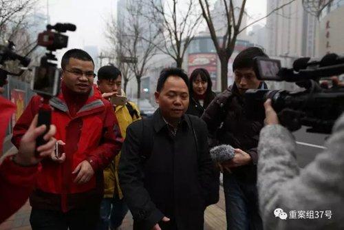 媒体采访状师徐昕。 新京报记者 侯少卿 摄