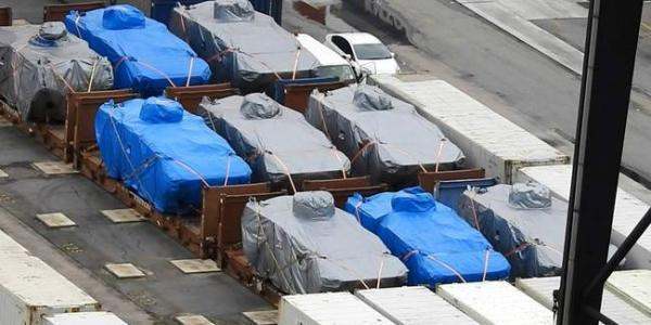 """香港海关关长邓忍光此前在回答媒体相关问询时表示:""""按照香港法例,未有遵照许可证制度的规定进出口及转运或过境战略物品均属刑事罪行,可受法律惩处。香港海关于2016年11月23日采取行动,是因为怀疑有违反香港法律的情况出现。"""""""