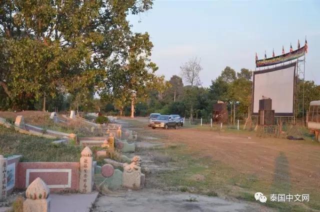 据了解,该坟场是泰国的潮州后裔们所兴建的,埋葬有300多名先人。