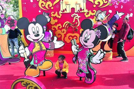 年味的迪士尼吸引了眾多游客/CFP