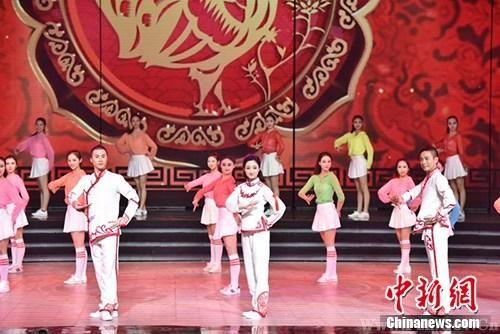"""春节戏曲晚会上播出的只是这套""""戏曲广播体操""""的一部分。"""