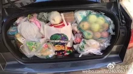 @潘pang哒:我们也是拉了一后备箱的食物。