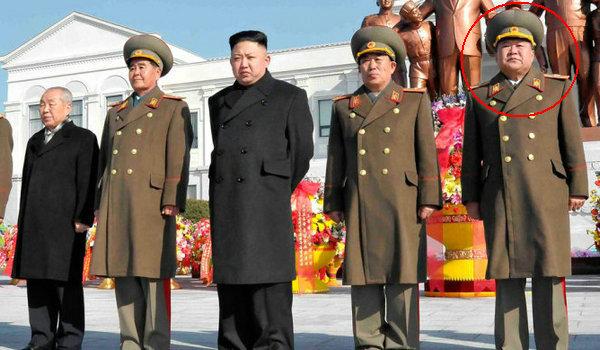 金正日诞辰日之际,朝鲜最高领导人金正恩携夫人李雪主16日参谒锦绣山太阳宫。