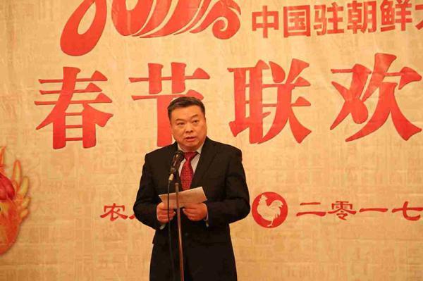 1月24日,中国驻朝鲜大使李进军在使馆举行新春招待会。李进军大使新春贺词,向朝中两国人民致以诚挚的新春问候和美好祝愿。 中国驻朝鲜大使馆网站 图