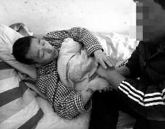 陕西一男子大年初一打砸村委会 被民警开枪击伤