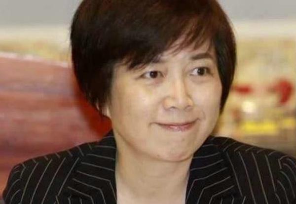 政论节目主持人黄智贤。