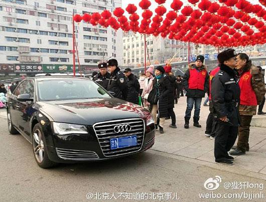 地坛庙会西门门前明确有立牌规定禁止停放车辆。