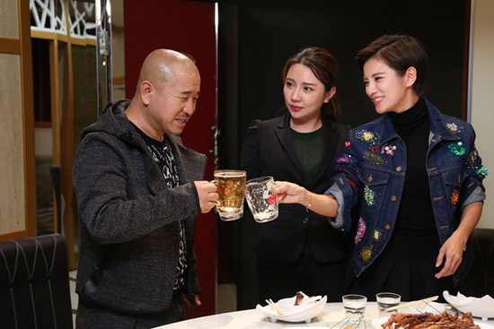 刘能邀伊一吃锦州烧烤 伊一豪气喝酒惊呆众人