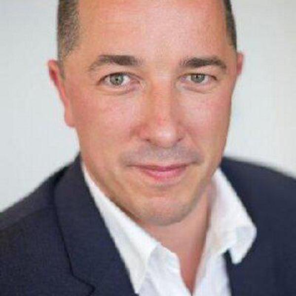 Simon Oliveira,贝克汉姆的公关经理